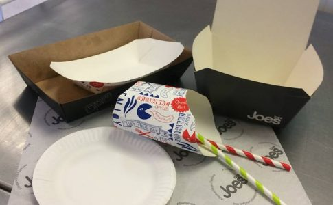Plastic free chip boxes, plates and straws in Hard Brock cafe