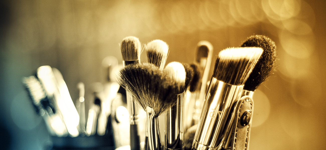 Beauty hero image make up brushes