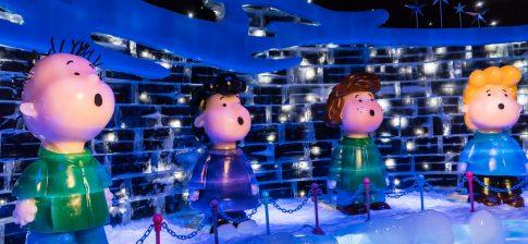 Figurines singing in a choir